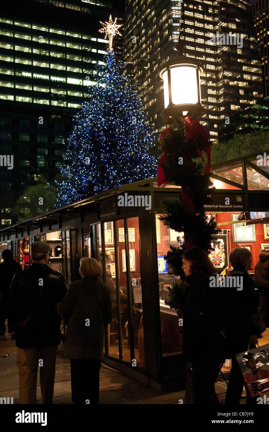 Christmas Market, Tree, Bryant Park, NYC Stock Photo: 41350493 - Alamy
