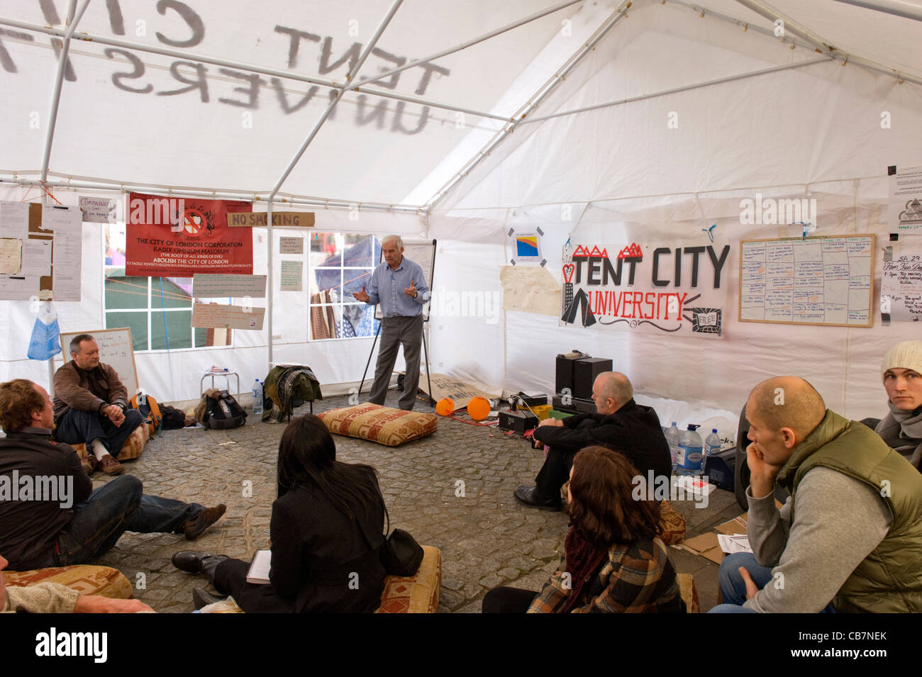 St Paul's Cathedral Tent City University Occupy London anti capitalist demonstrators protesters activists lecture - Stock Image