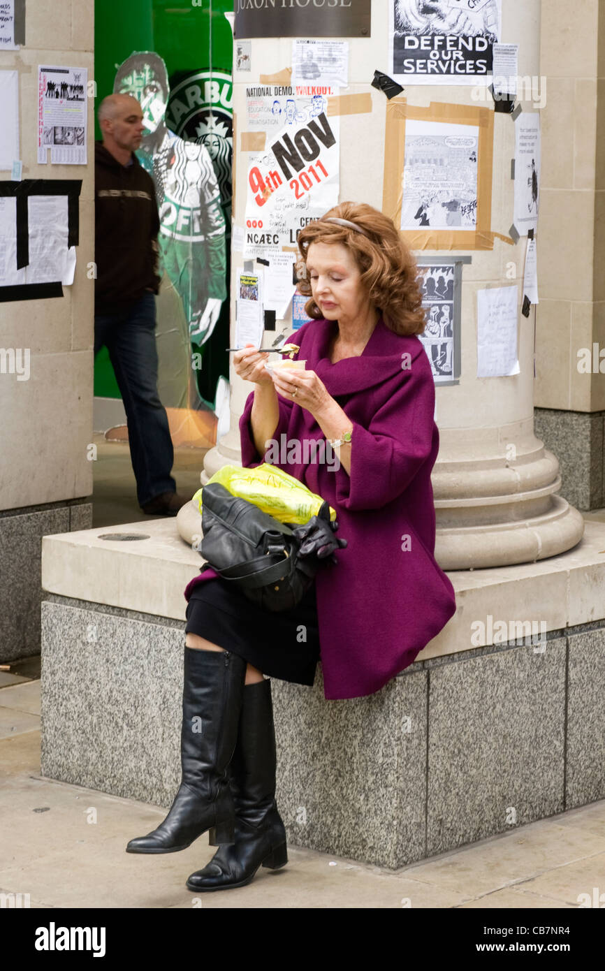 St Paul's Cathedral Tent City Occupy London anti capitalist demonstrators protesters activists smart lady office - Stock Image