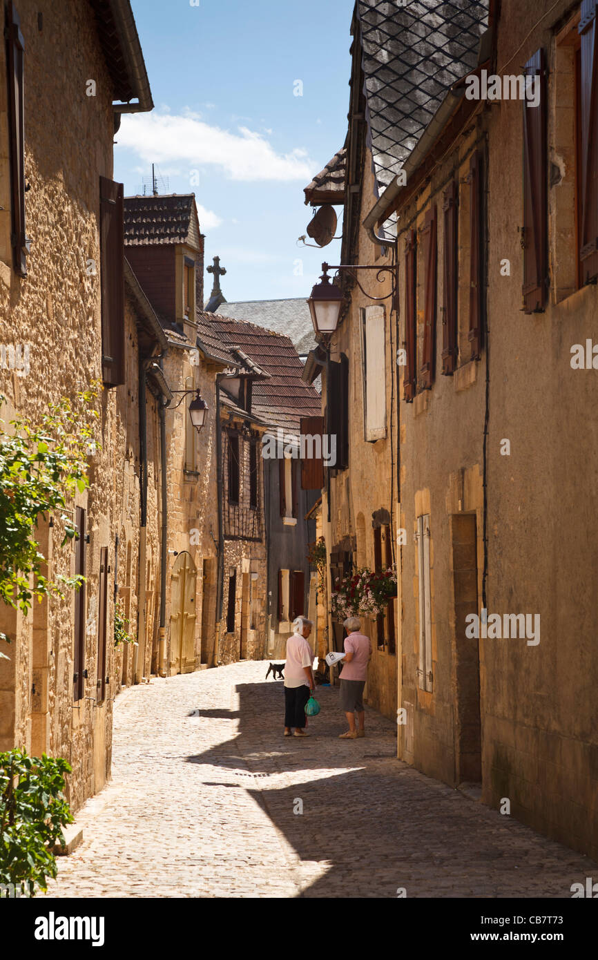 Street in village of Montignac, Perigord Noir, Dordogne, France, Europe - Stock Image