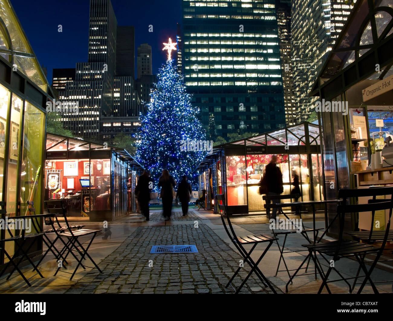 Christmas Market, Tree, Bryant Park, NYC Stock Photo: 41356304 - Alamy
