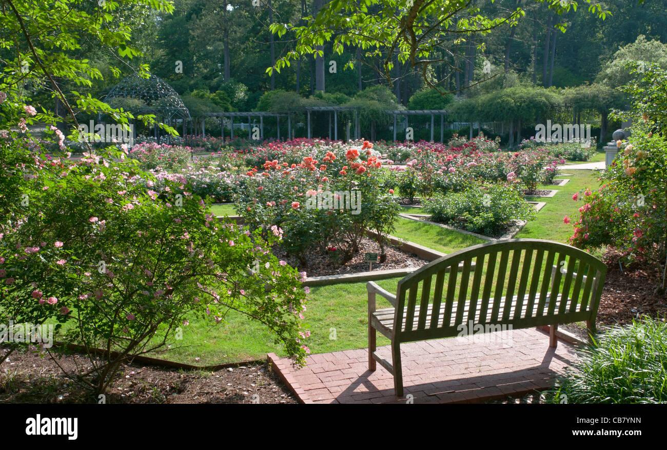 Botanical gardens birmingham al lights garden ftempo for Birmingham botanical gardens birmingham al