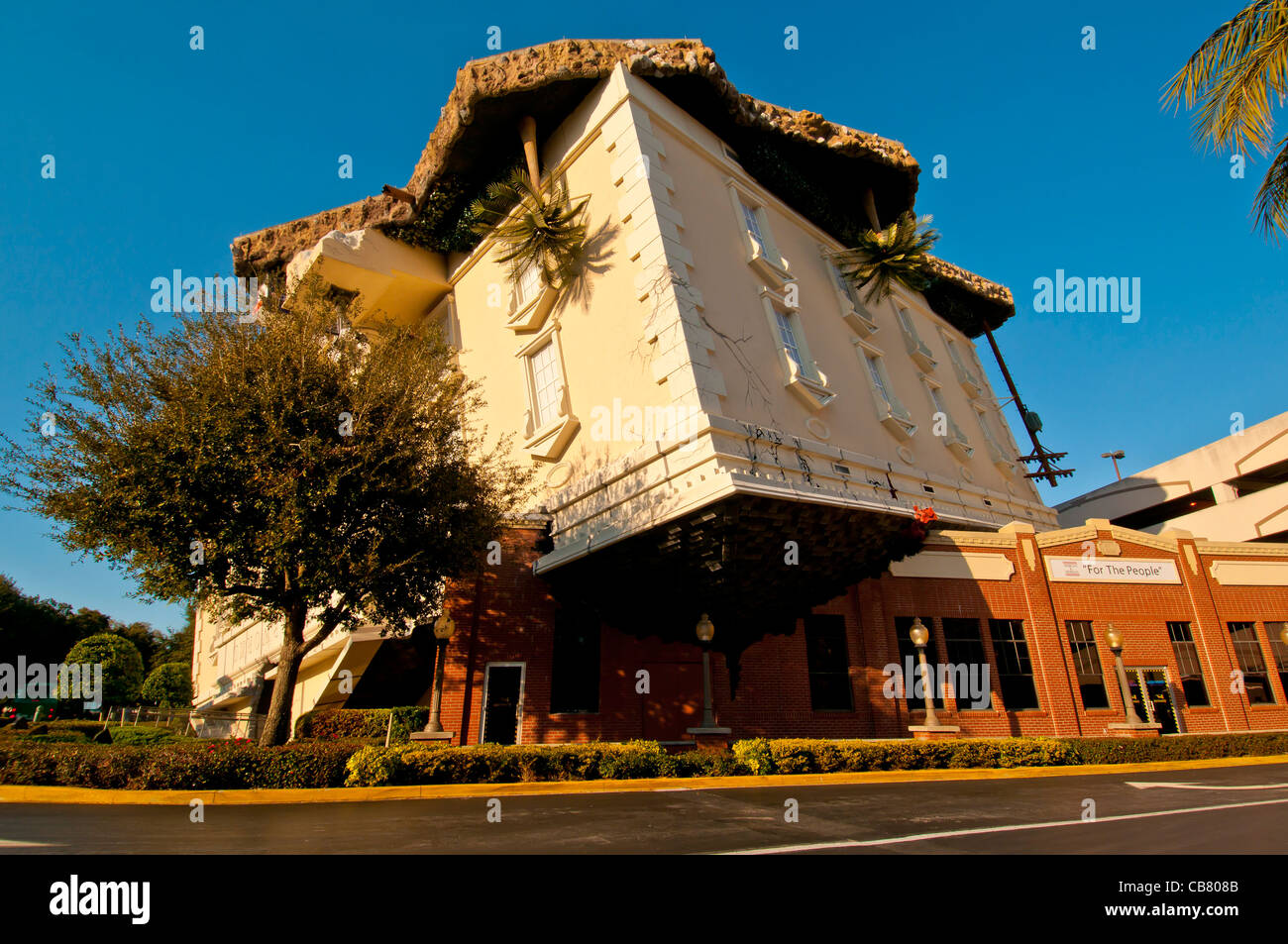WonderWorks I-Drive attraction upside-down building with auto for size comparison, Orlando, Florida - Stock Image