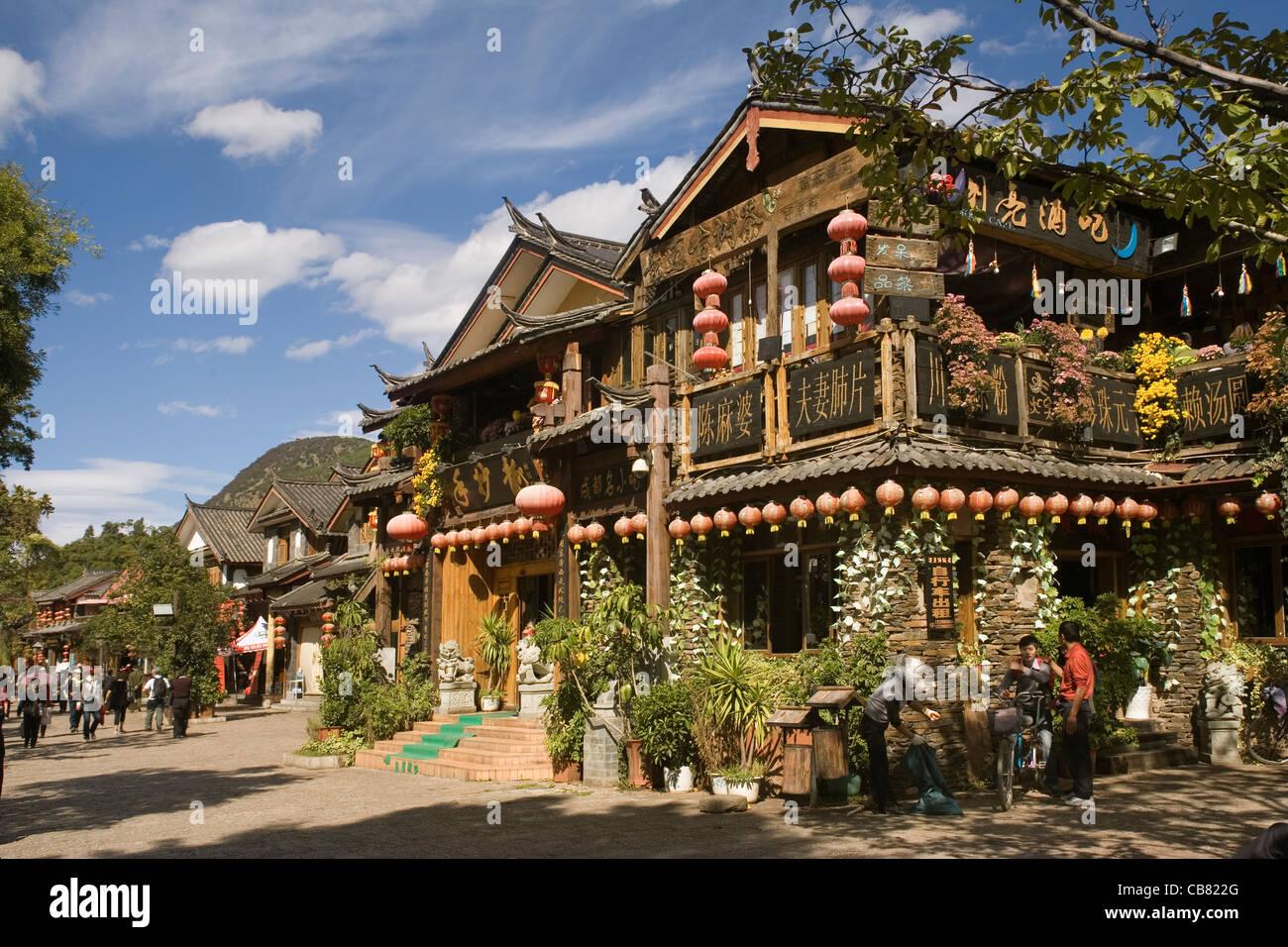 China Yunnan Lijiang, shops & restaurants - Stock Image