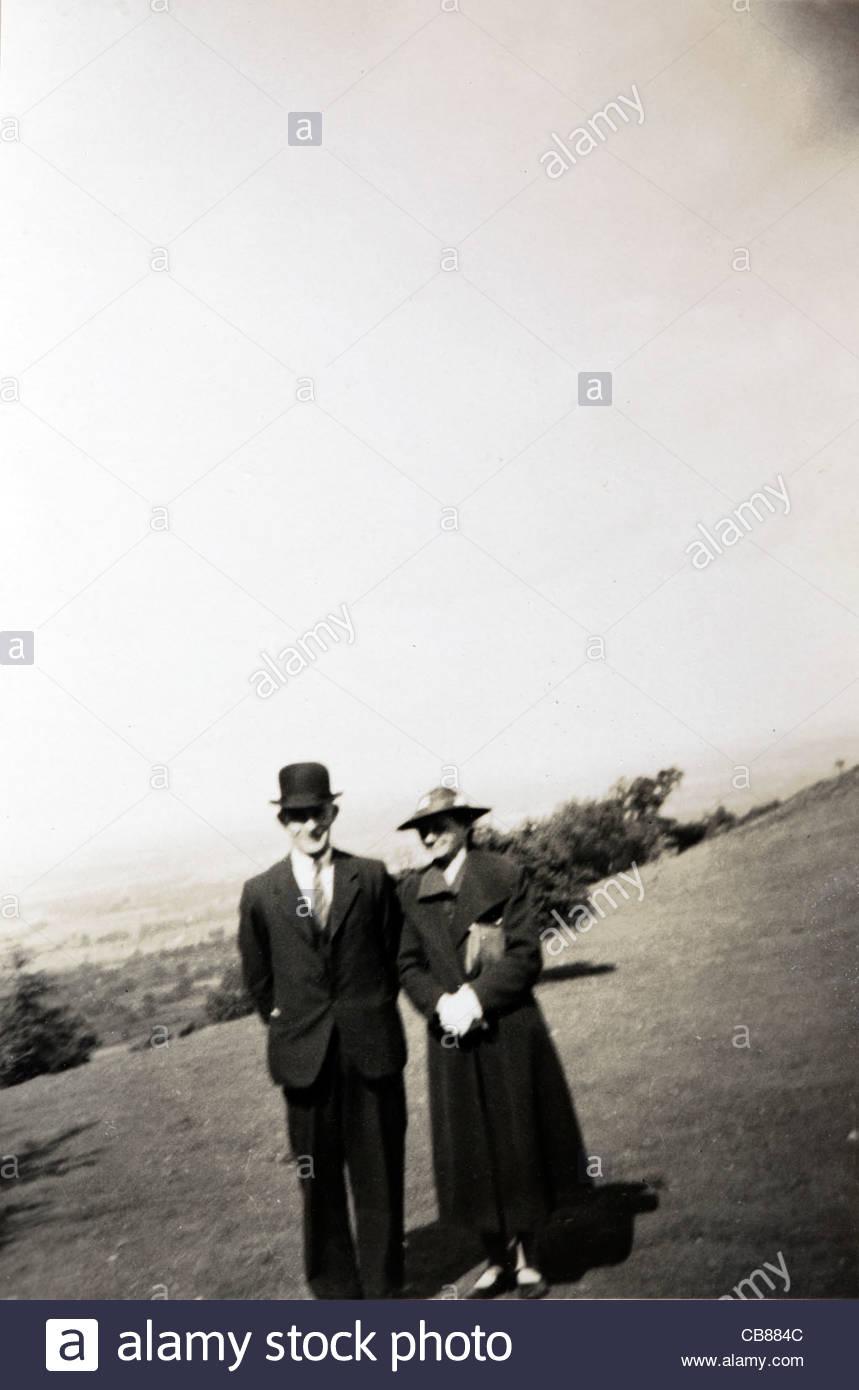 portrait of elderly couple posing in an open field England 1900s - Stock Image