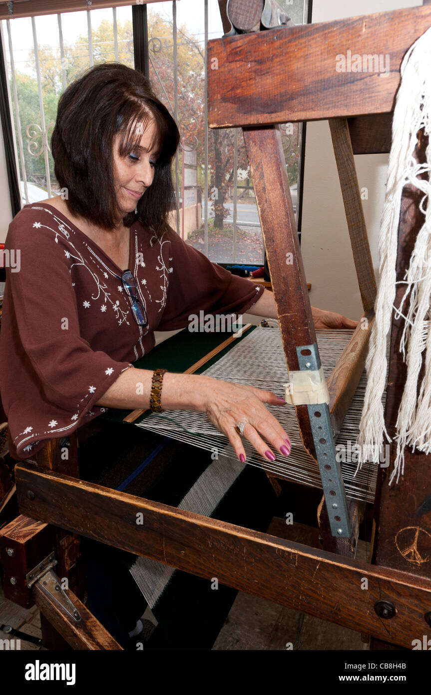 Weaver at work, Trujillo's Weaving Shop, Chimayo, New Mexico. - Stock Image