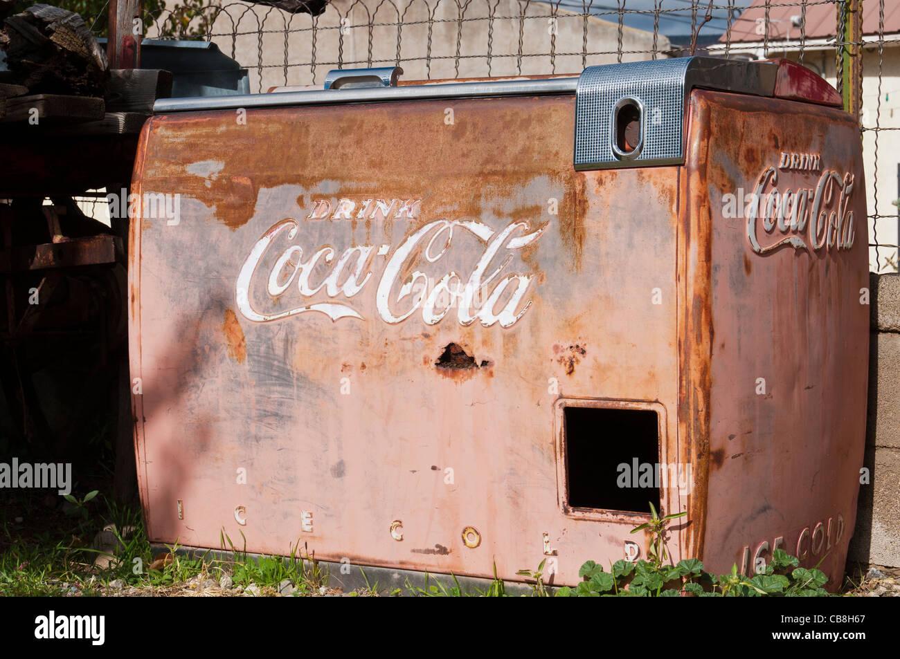 Coke machine, Vigil Store, El Portero Trading Post, Chimayo, New Mexico. - Stock Image