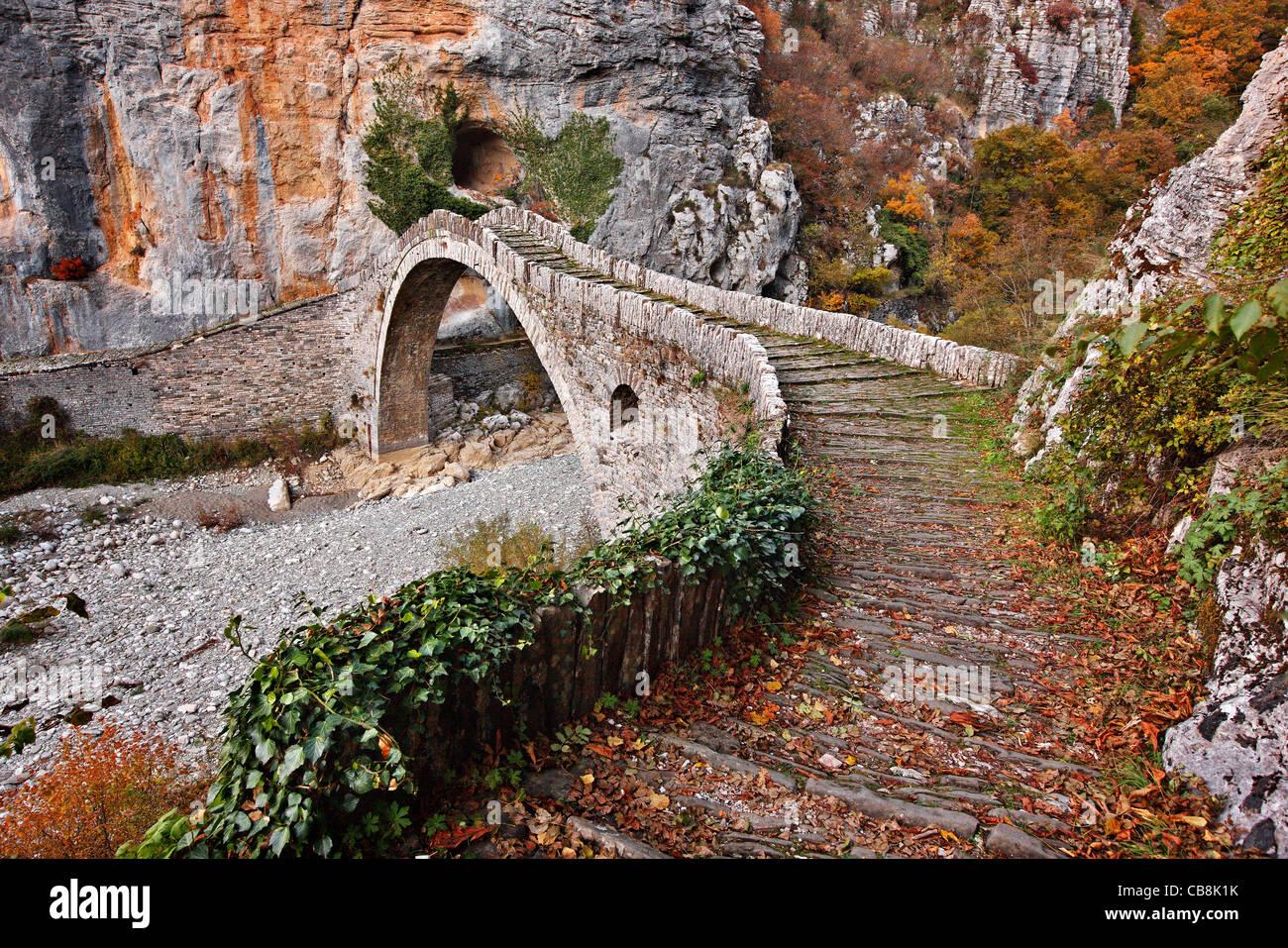The beautiful stone bridge known as 'Kokkoris' or 'Noutsios' bridge, Zagori region, Ioannina,  Epirus, - Stock Image