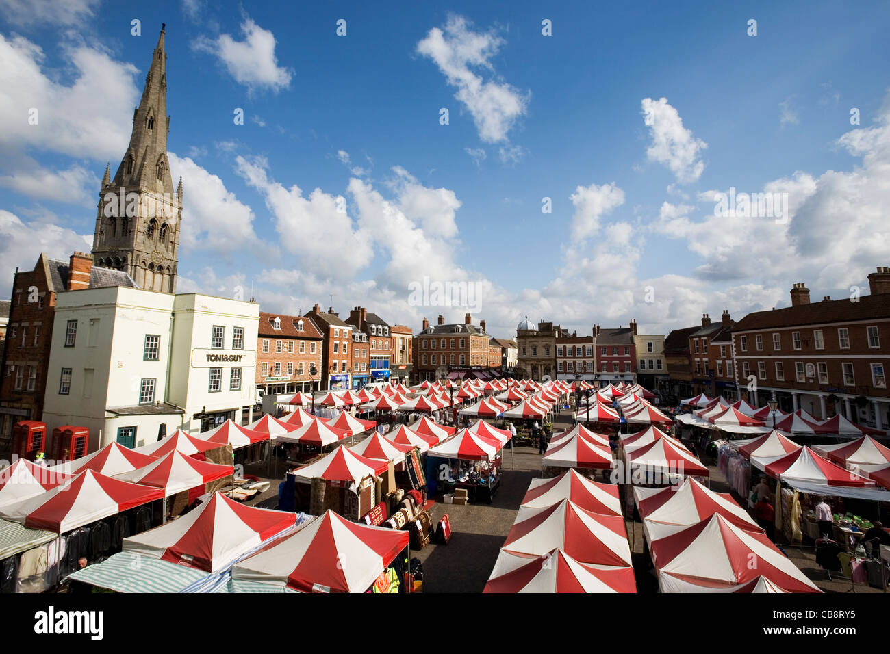 Newark-on-Trent Nottinghamshire Market Square in Summer with People Shopping - Stock Image