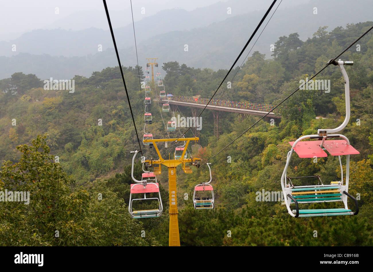 Chair lift and wheeled toboggan ride at Mutianyu Great Wall of China Huairou County north of Beijing - Stock Image