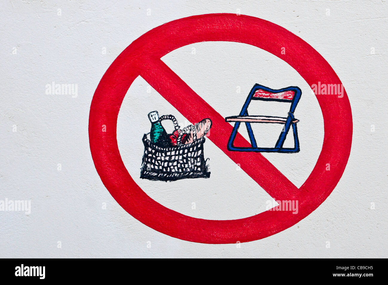 'No picnicking' sign - Stock Image