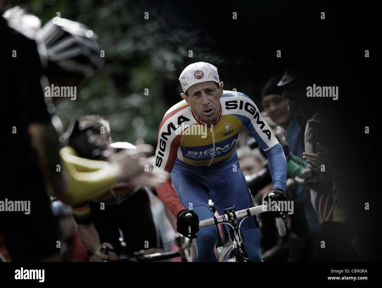 Chris Beales - Sigma Cycles takes on the challenge of the Yorks Hill climb thought to be the old cycle race in the - Stock Image