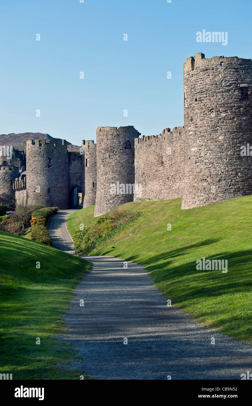 path to Conwy castle.upright format.copy space. - Stock Image