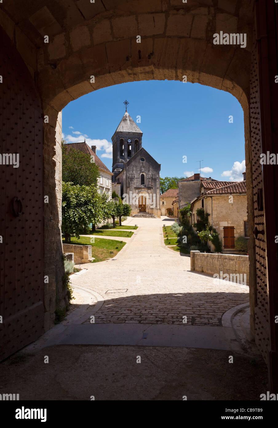 View towards the church through the gateway of the Chateau de Bourdeilles, Bourdeilles, Dordogne, France Stock Photo