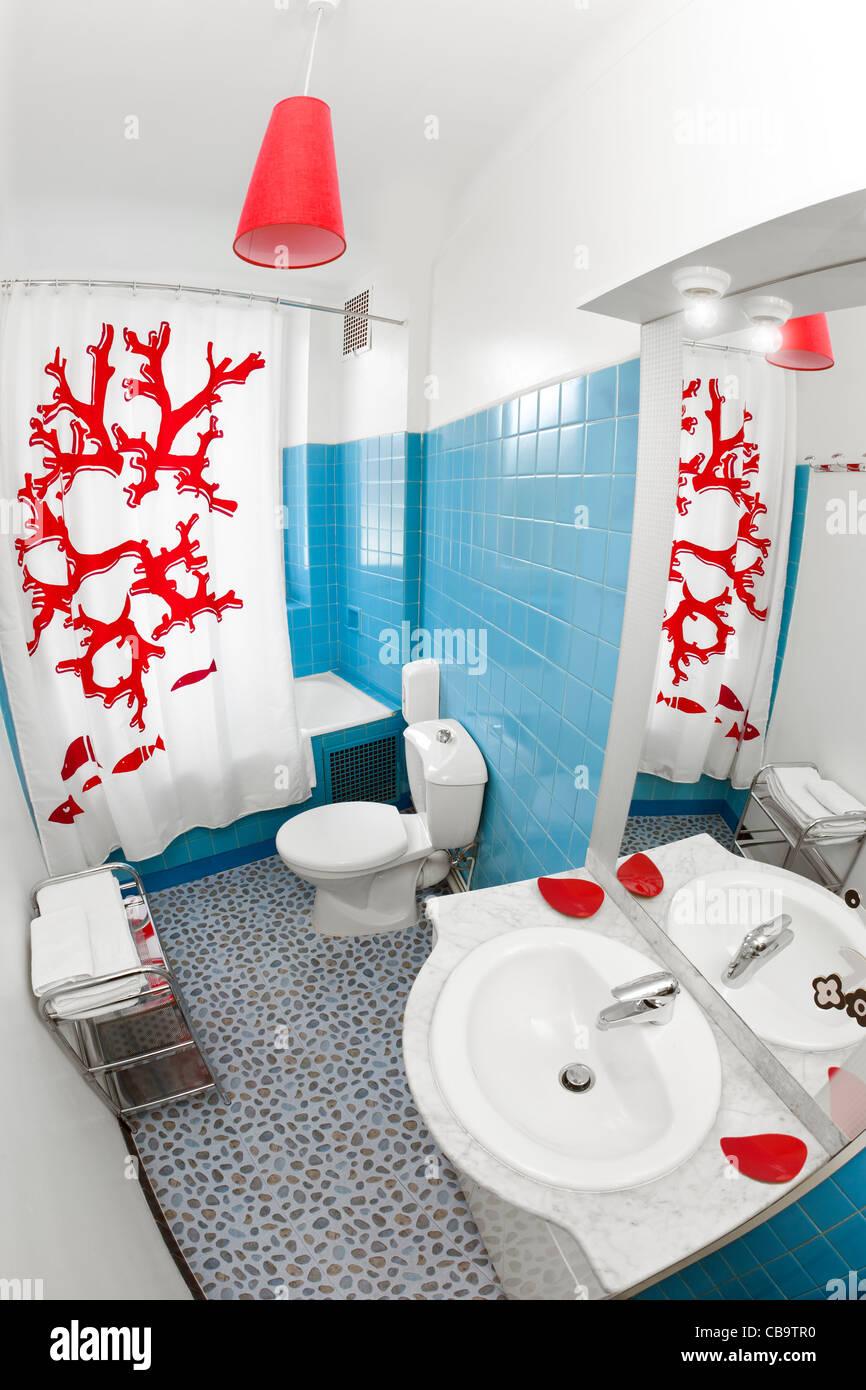 petite salle de bain avec toilette.html