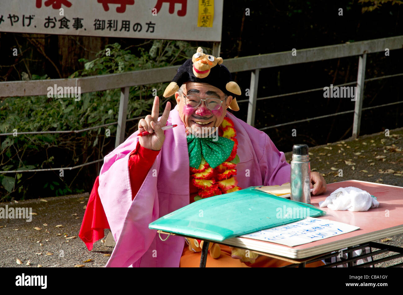 Japanese fortune teller greeting tourists in Nikko - Stock Image