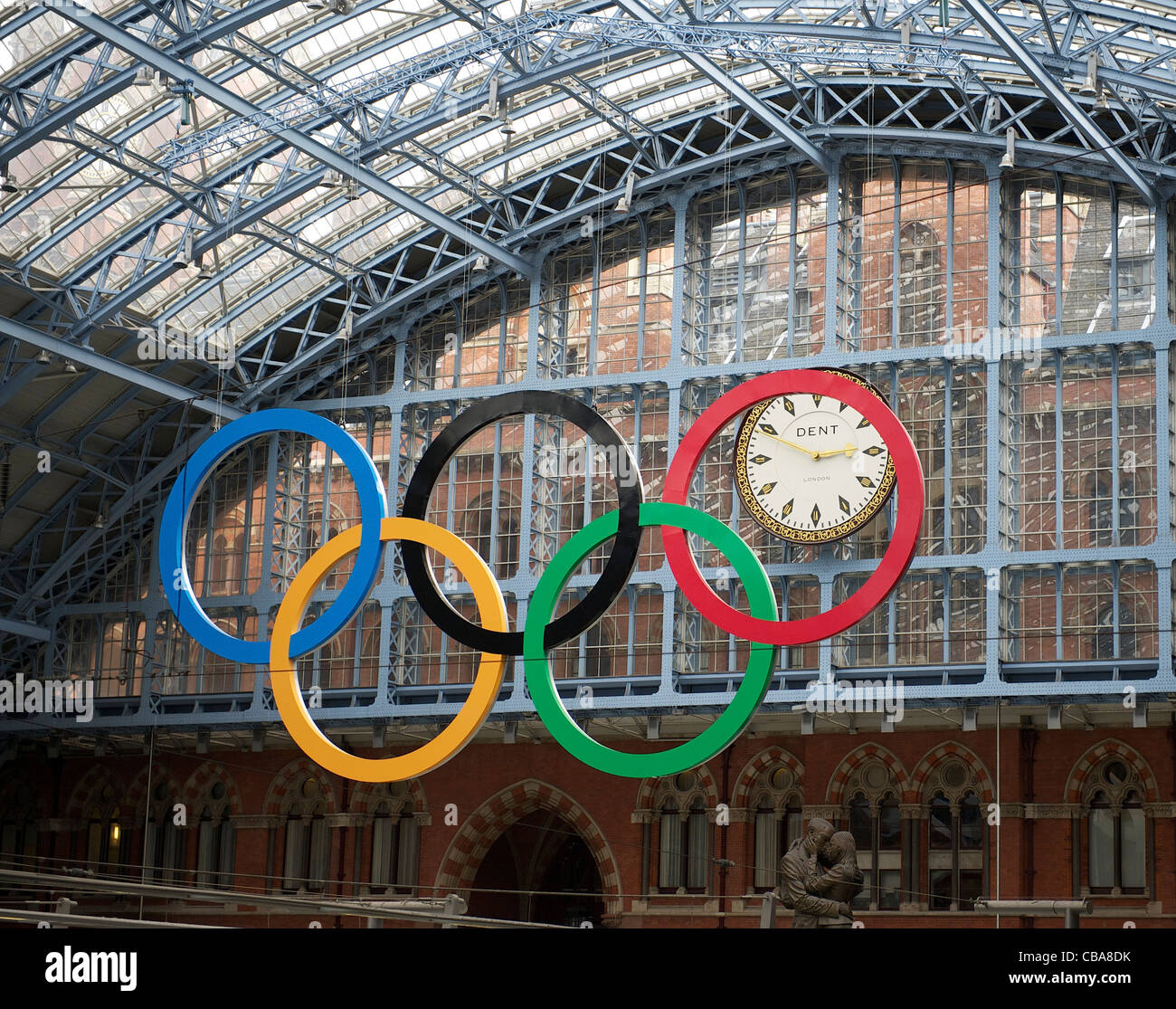 13.4. 2011. London prepares for the 2012 Olympics. Londons first set of giant Olympic Rings at St Pancras International - Stock Image