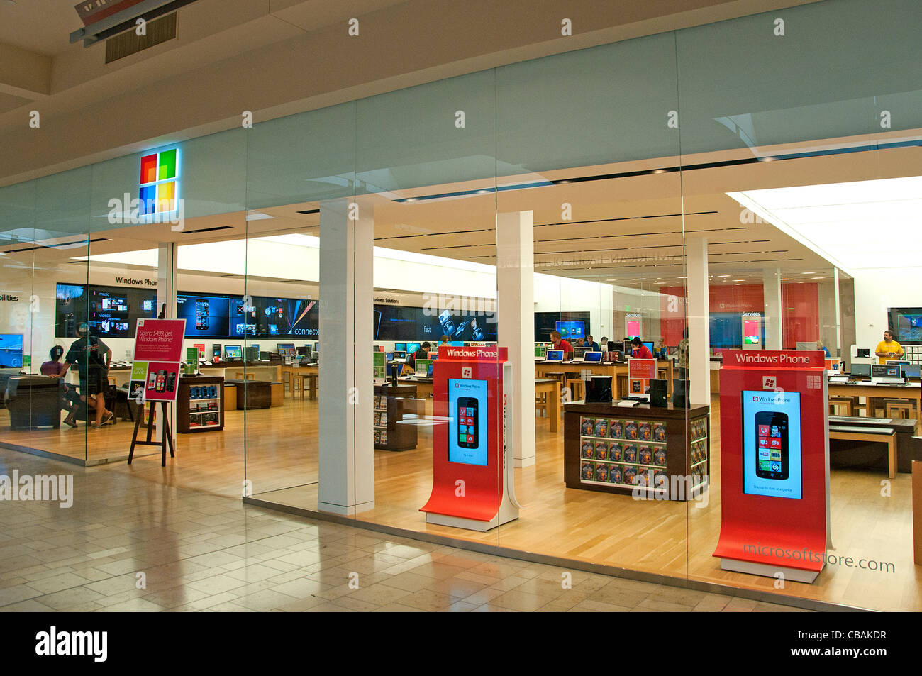 Windows Phone Microsoft shopping mall shop store computer Phone United States - Stock Image