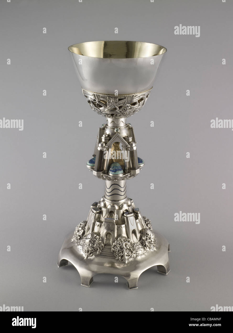 Silver chalice dedicated to Canon Douglas Tinling, Arts & Crafts, designed by Henry Wilson, 1900. Gloucester - Stock Image