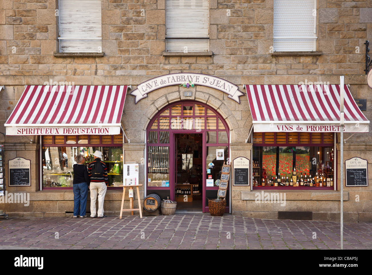 Wine merchants shop in St Malo, Brittany, France Stock Photo