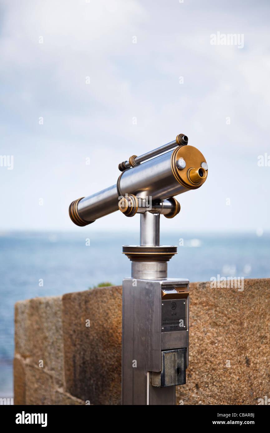 Telescope overlooking the sea - Stock Image