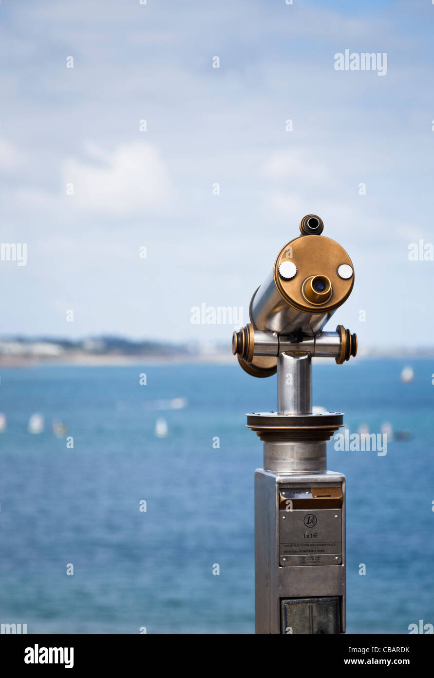 Telescope overlooking the sea and bay - Stock Image