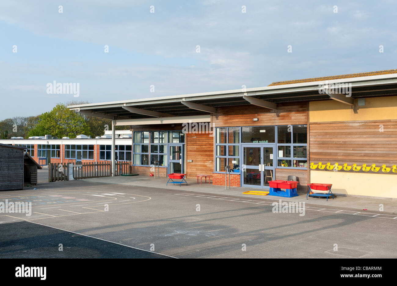 School building in Kent, UK, this type of school is for infant/junior children aged 5-11years old - Stock Image