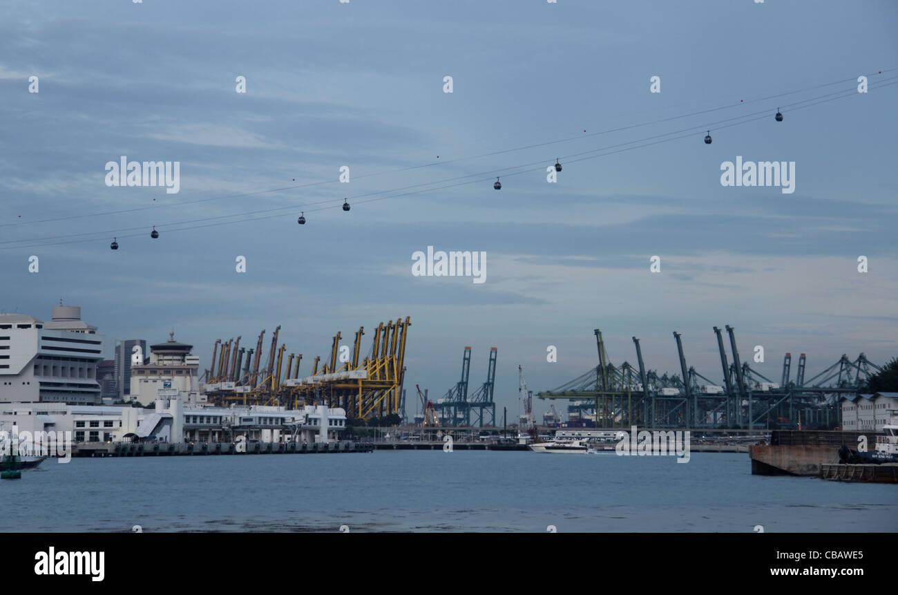 Port of Singapore / Singapore jewel cable car - Stock Image