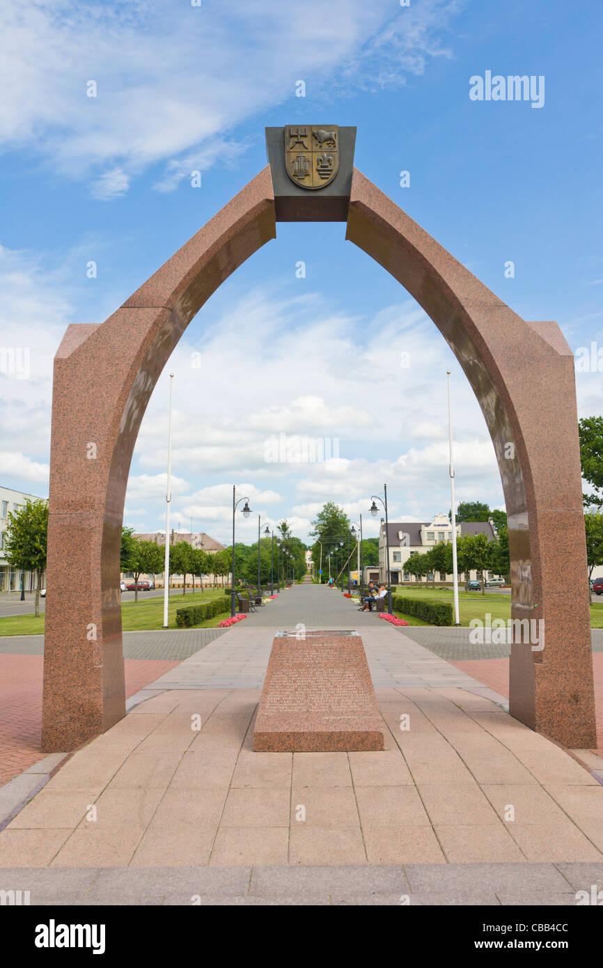 Rokiskis Suris symbolic arch, Nepriklausomybes aiksteje, Independence Square, Rokiskis, Panevezys County, Lithuania Stock Photo