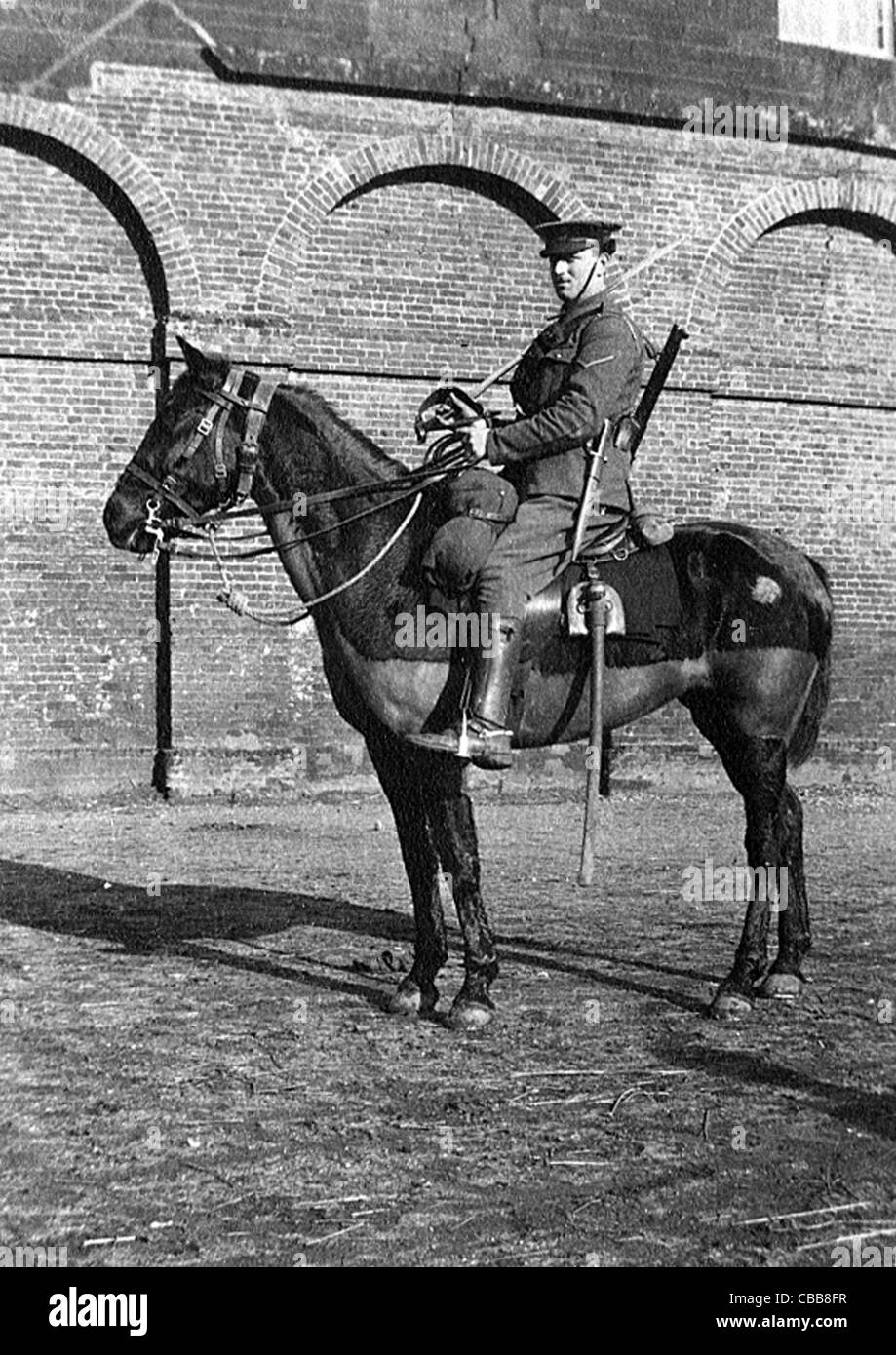 A WW1 mounted  British cavalry trooper with sword, rifle and bayonet. - Stock Image
