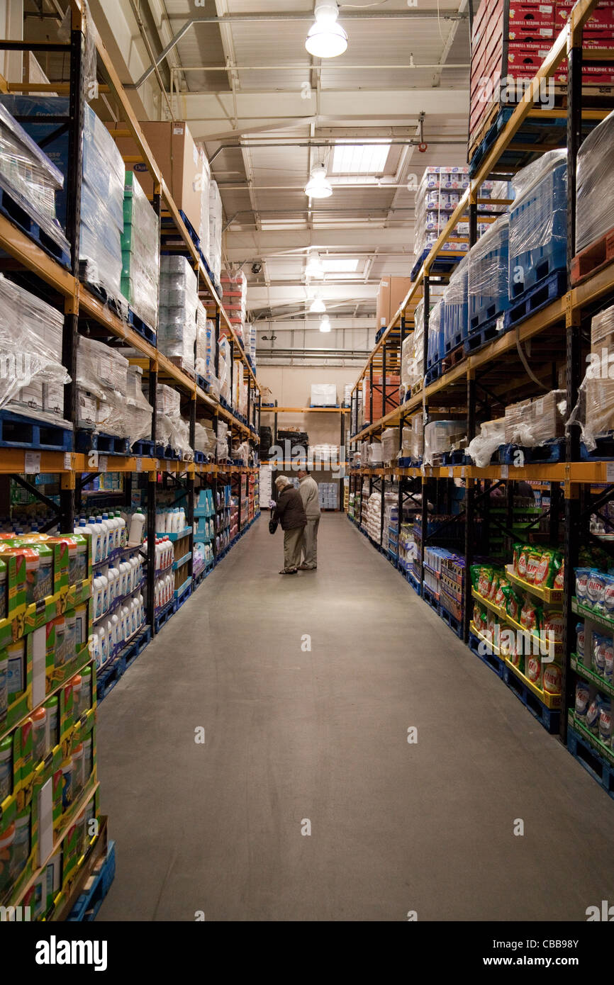 People shopping in the Costco discount warehouse store, Lakeside UK - Stock Image