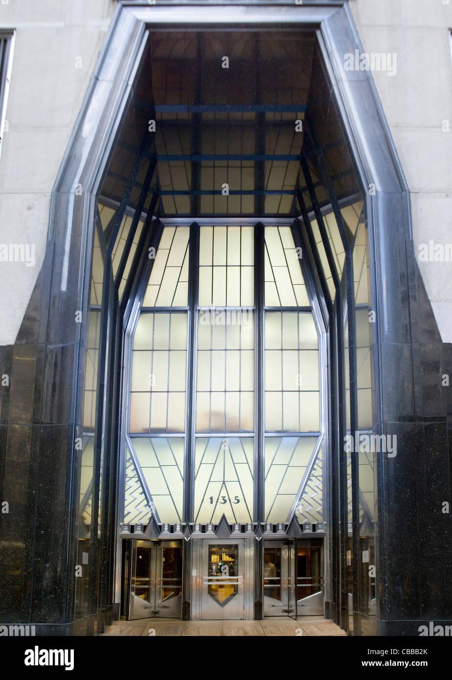 Art Deco doorway to the Chrysler Building in New York. Designed by William van Alen, 1928-30 Art Deco moderne - Stock Image