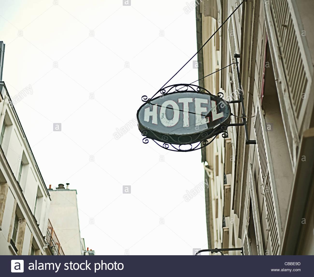 Hotel sign on city street - Stock Image