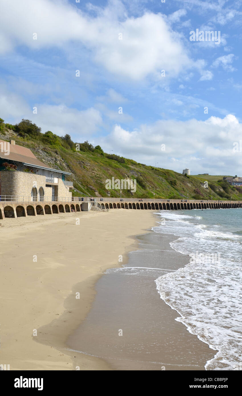 The beach known as 'Sunny Sands' at Folkestone, Kent, UK - Stock Image