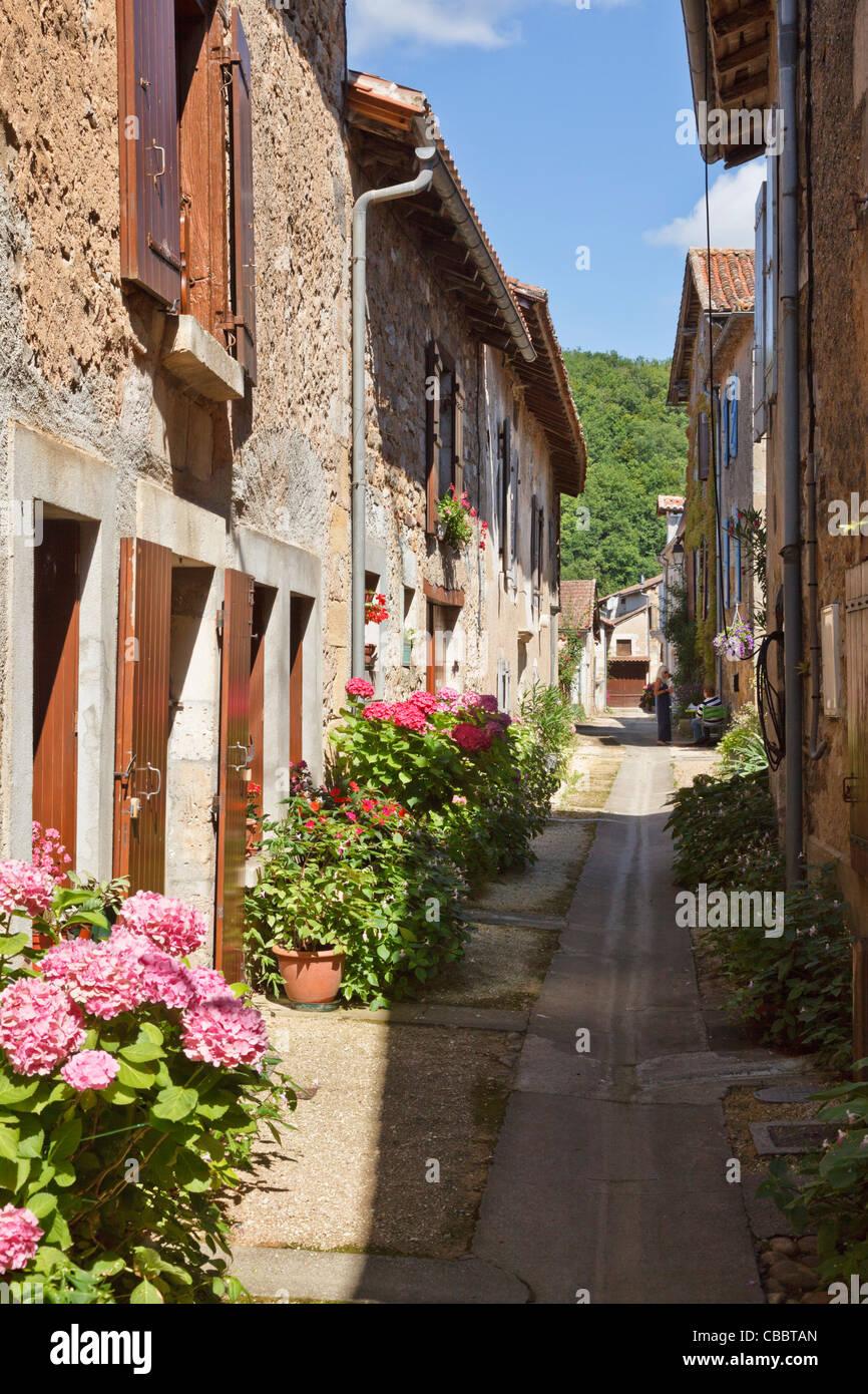 Alleyway in St Jean de Cole, Dordogne, France - Stock Image