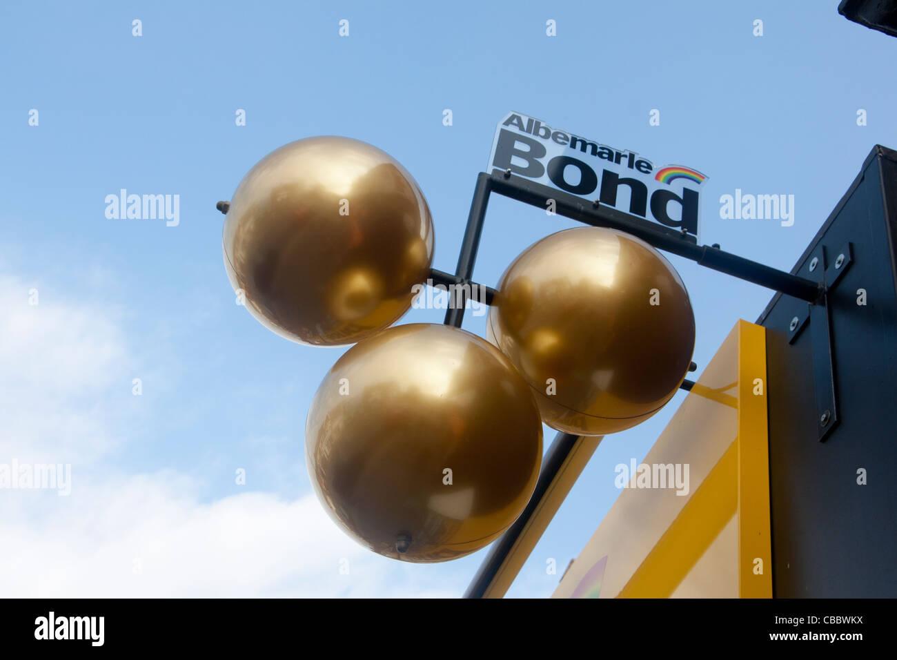 Three brass balls Traditional symbol of pawnbroker / pawn ... | 1300 x 956 jpeg 87kB