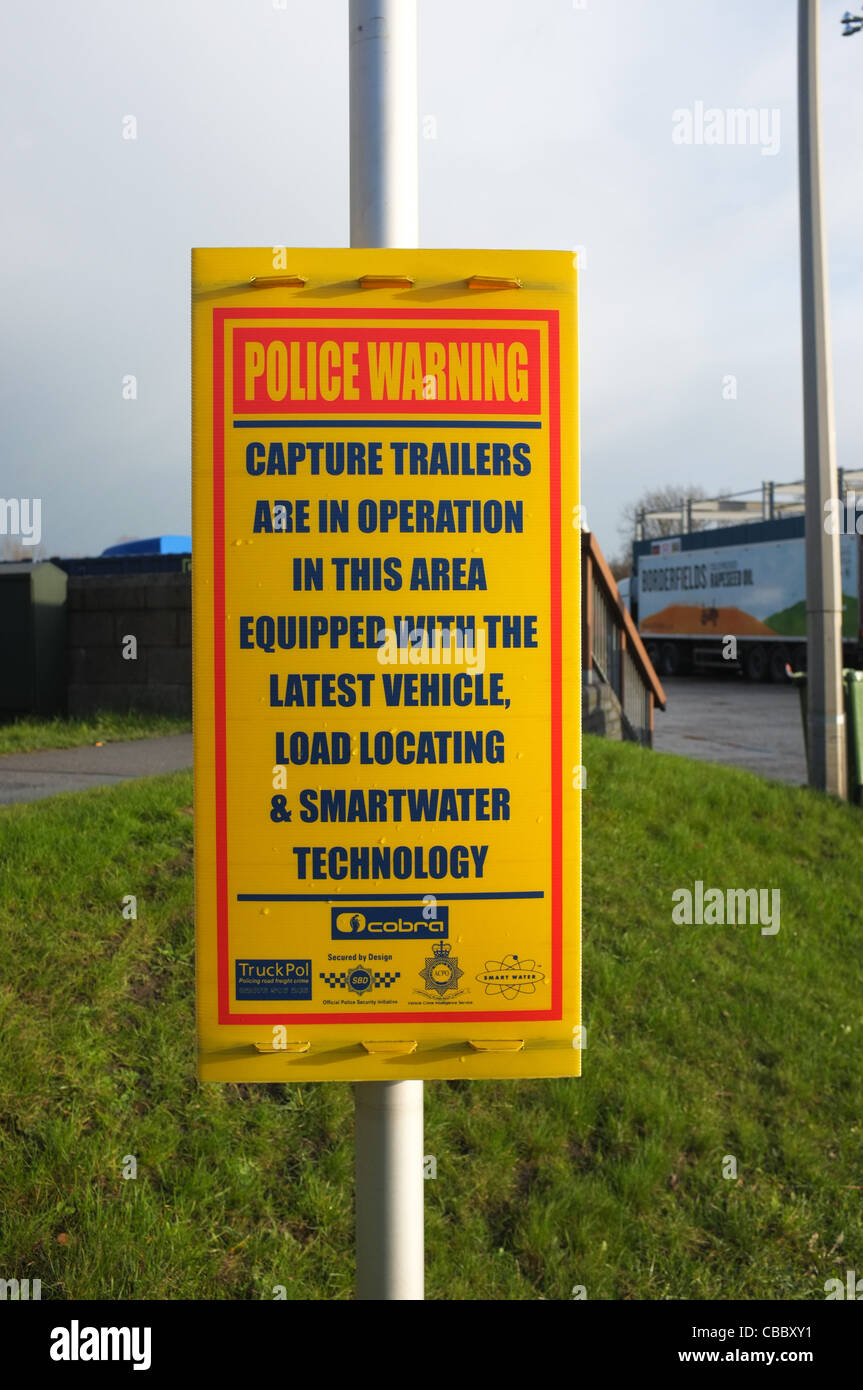 Police Warning Sign at a Truck Stop warning that Capture Trailers with load locating & smartwater technology - Stock Image