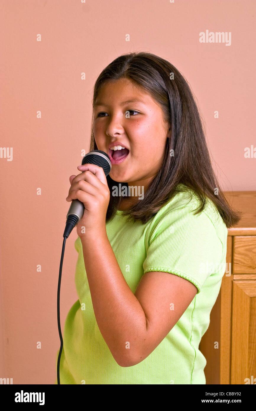 asian-girl-singer