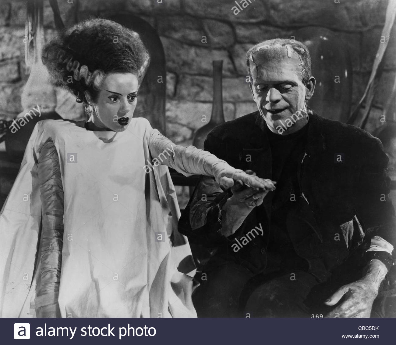 Elsa Lanchester and Boris Karloff in the 1935 film 'The Bride of Frankenstein', directed by James Whale. - Stock Image