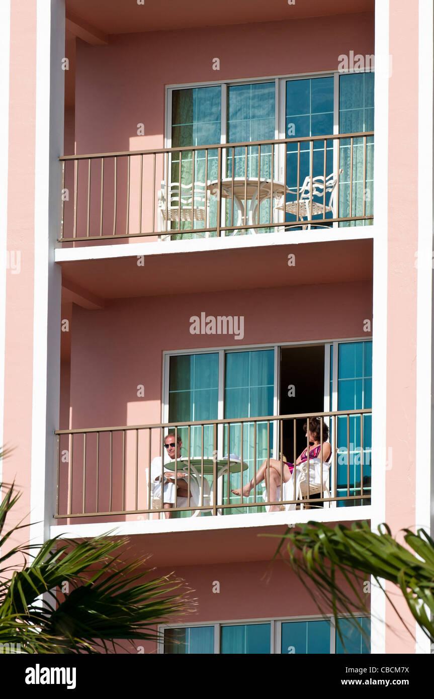 Couple on the balcony of the Fairmont Southampton Hotel, Bermuda. - Stock Image