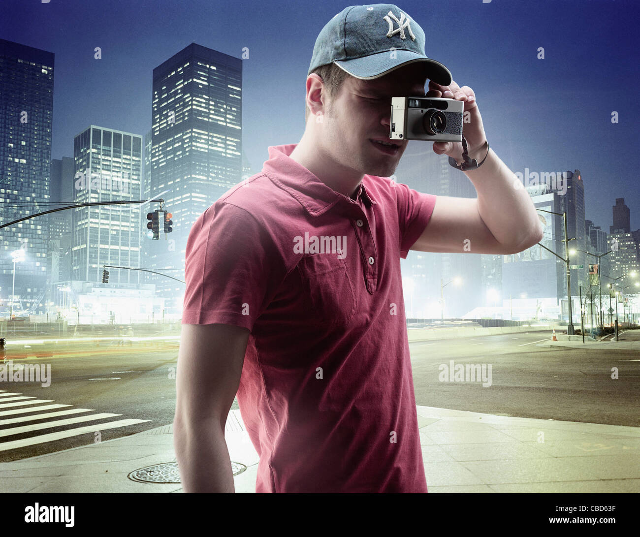 Man taking pictures in city center - Stock Image