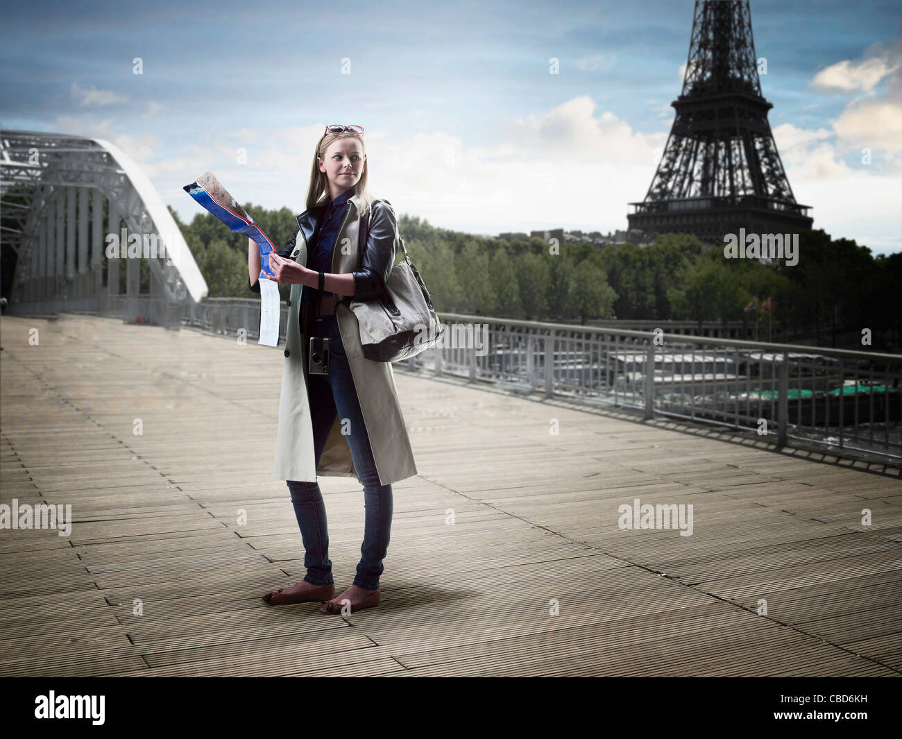 Woman reading map in city center - Stock Image