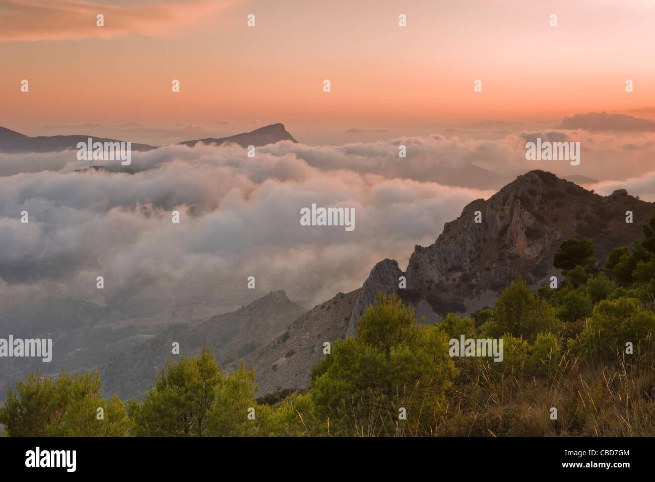 Fog rolling over rocky landscape - Stock Image