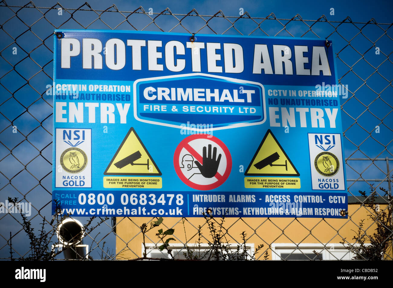 Protected area sign on chain fence - Stock Image