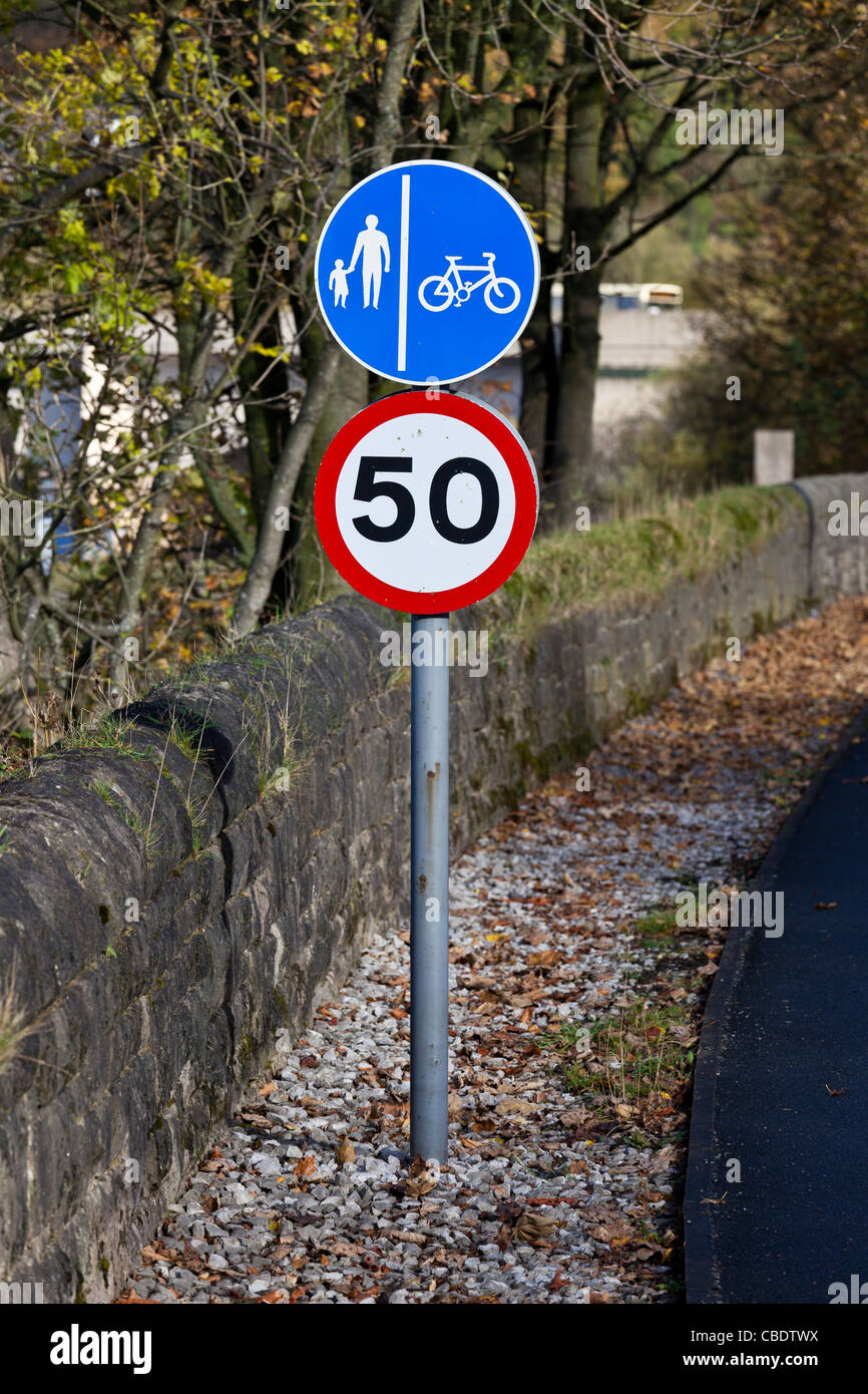 Roadside signs, footpath, cycle lane and 50 mph speed limit Stock Photo
