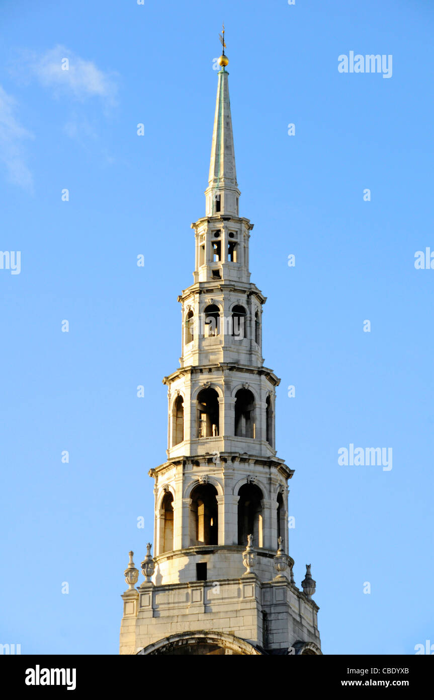Christopher Wren wedding cake tiered tall spire of St Brides Church in Fleet Street  in City of London skyline England - Stock Image