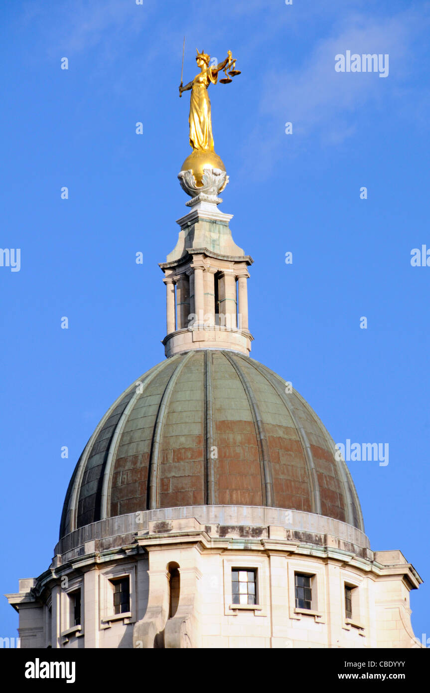 Scales of Justice statue also known as Lady Justice statue and the copper clad dome of the Old Bailey central criminal - Stock Image
