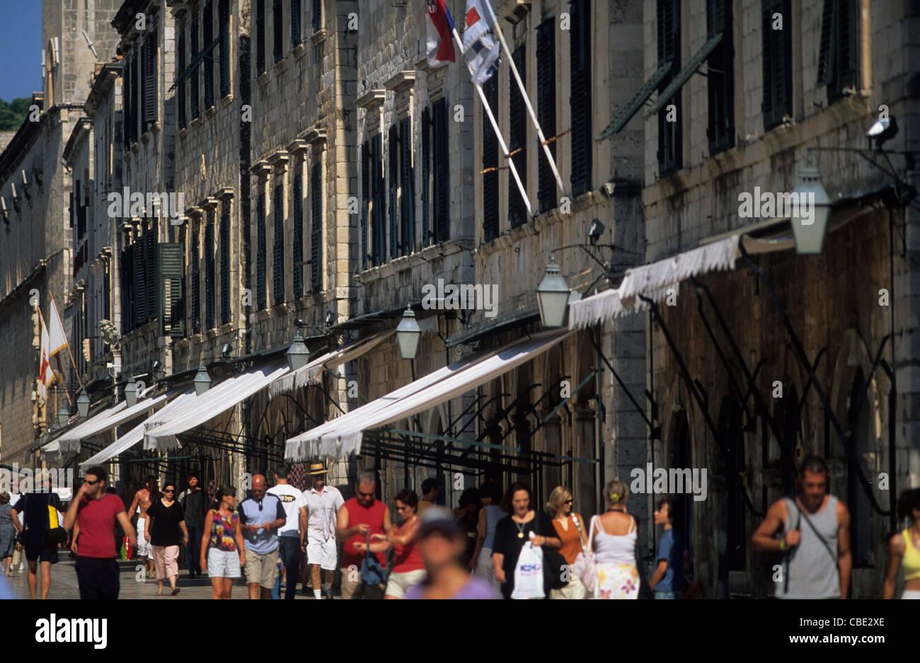 Croatia, Dalmatia, Dubrovnik, shop fronts along Placa. - Stock Image