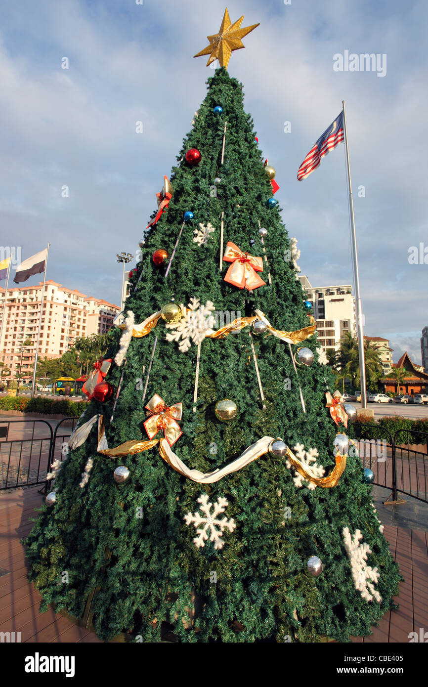 Public Christmas tree. Kota Kinabalu, Sabah, Borneo, Malaysia, South-East Asia, Asia - Stock Image