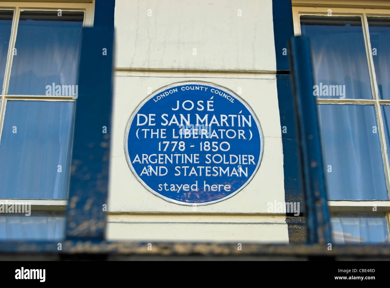 london county council blue plaque marking a home occupied by jose de san martin, the liberator, argentine soldier - Stock Image